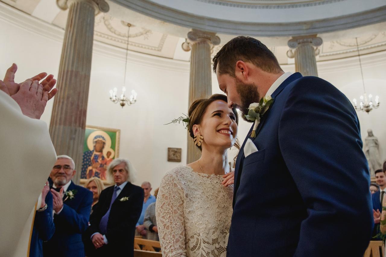 ślub w małym kościele