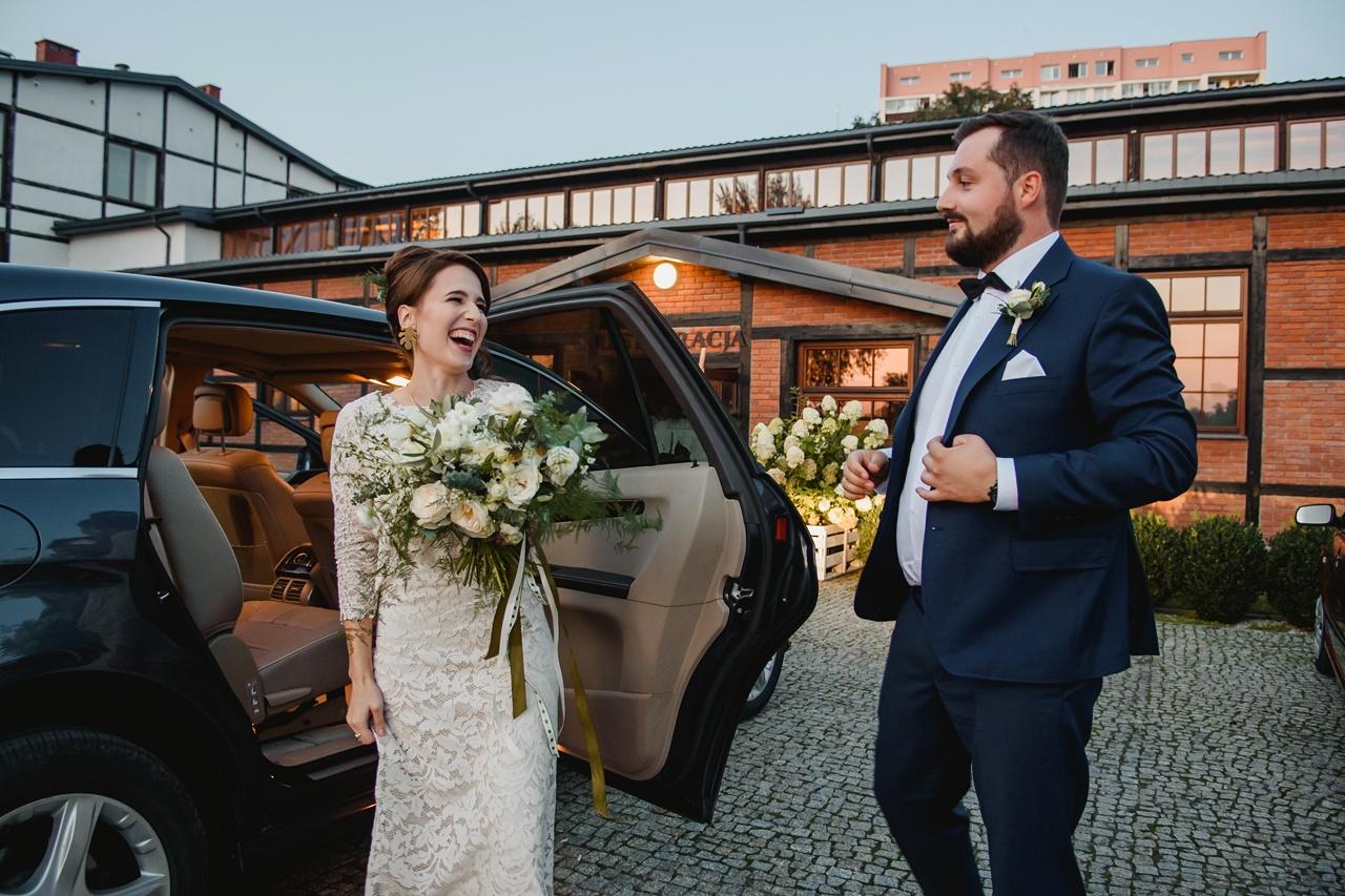 przyjazd na salę weselną