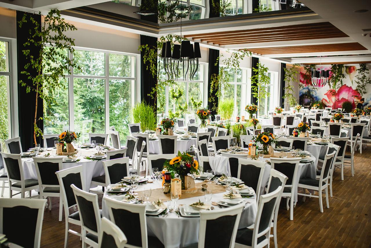sala weselna w stylu rustykalnym